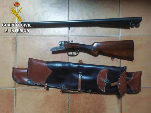 UNA JOYA | Detenido en un pueblo de Toledo por saltarse el toque de queda, conducción temeraria y tenencia ilícita de armas