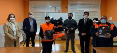 EL CARPIO DE TAJO | El Gobierno regional entrega 6 lotes de uniformes a Protección Civil