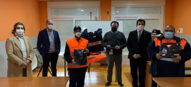 EL CARPIO DE TAJO   El Gobierno regional entrega 6 lotes de uniformes a Protección Civil