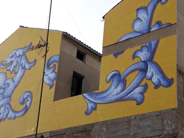 Retiran azulejos del mural de la plaza de San Miguel por riesgo de desprendimiento