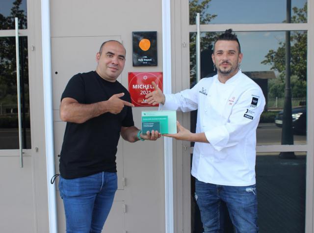 Maldonado entrega el premio mundial 'Facebook Gather' a David Gibello