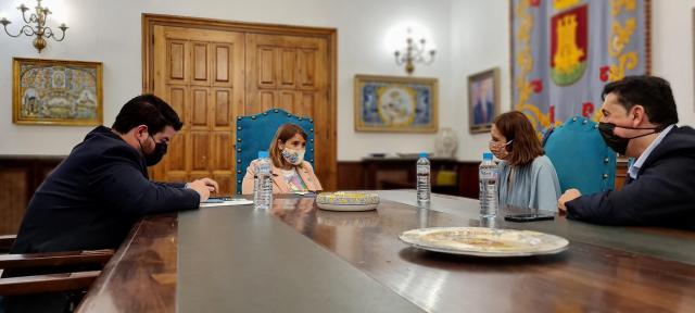 Reunión con Telefónica para 'mejorar' las comunicaciones en Talavera