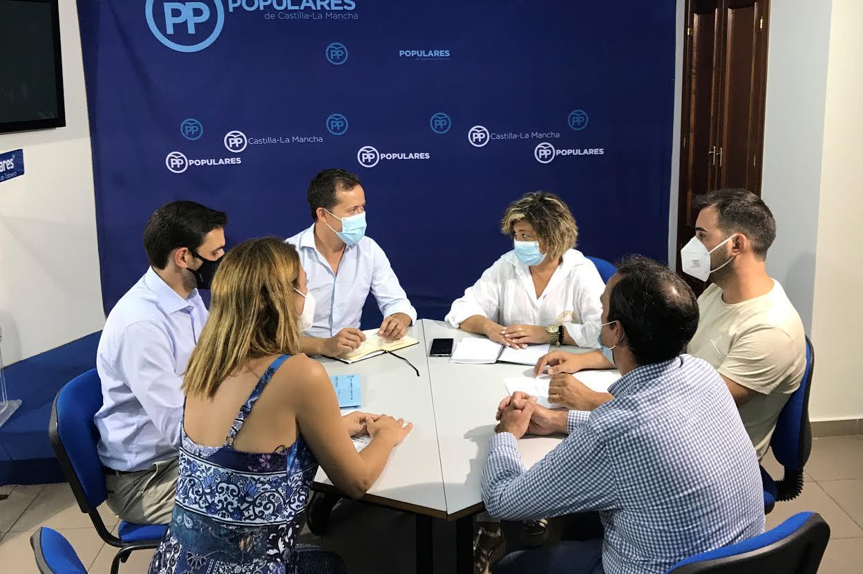Velázquez se reúne con el Grupo Municipal Popular de Talavera