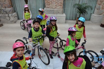 300 escolares de Talavera se suman a la iniciativa 'Al cole en bici' de Bici Aula