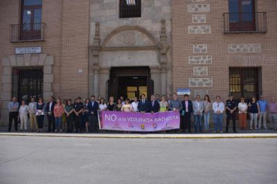 Minuto de silencio en Talavera por las 8 mujeres asesinadas en junio