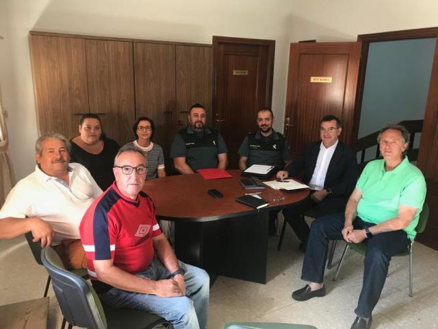Devia se reúne con el alcalde de Camarenilla para tratar temas de seguridad