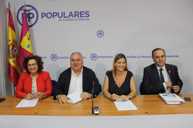 El PP reclama a Fomento el fin de los pasos a nivel de la línea Madrid-Extremadura en la provincia de Toledo