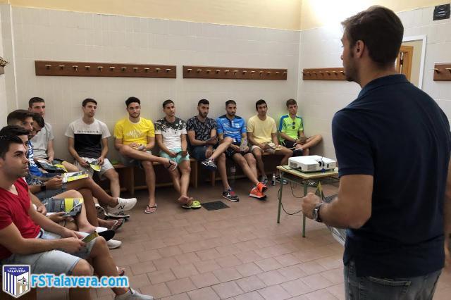 La AJFS visitó a la plantilla del Soliss Fútbol Sala Talavera
