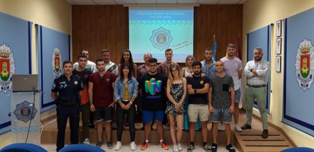 Alumnos del Centro de Formación Vettonia visitan la Jefatura de Policía Local de Talavera