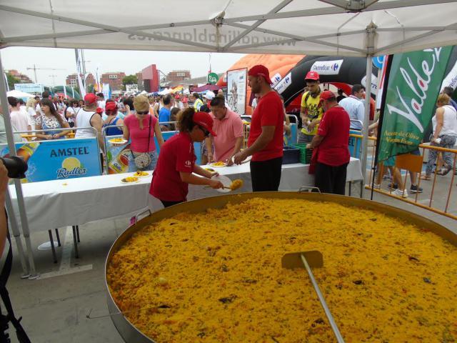 Carrefour invita a 1.000 raciones de paella en su hipermercado de Talavera