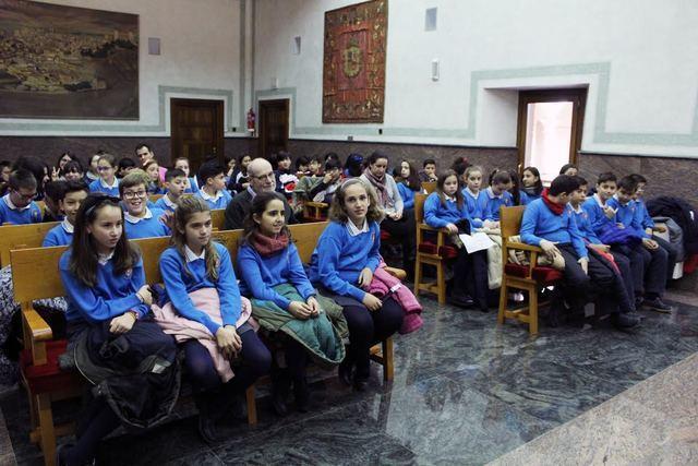 Unos 200 escolares participan en el Pleno infantil de Torrijos (fotos)