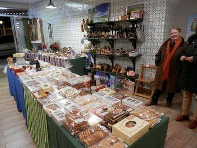 Abre las puertas el Gran Mercado de Navidad de Manos Unidas en Talavera