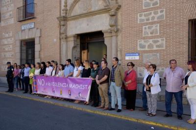 Minuto de silencio en Talavera por las mujeres asesinadas en septiembre por la violencia machista