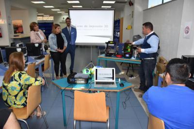 La Junta forma en impresión 3D a monitores y usuarios del centro de internet de Talavera