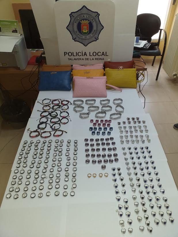 La Policía Local incauta 311 artículos de venta ilegal en el mercadillo de Talavera
