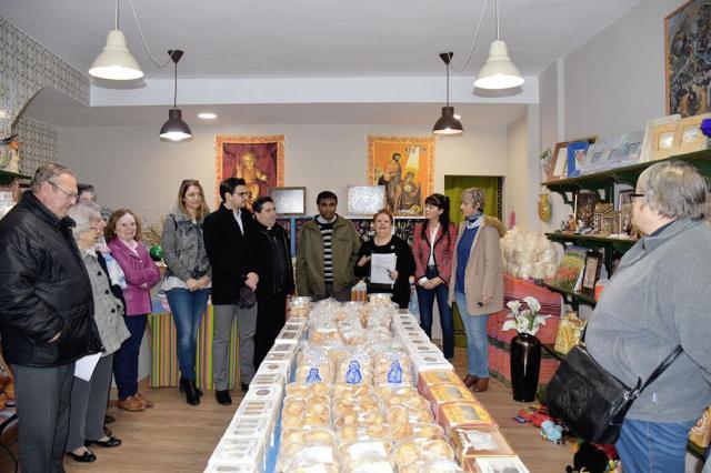 Inaugurado el mercadillo solidario navideño de Manos Unidas en Talavera