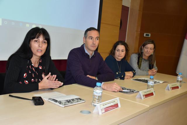 La UCLM Talavera celebra un curso para informar sobre la adopción