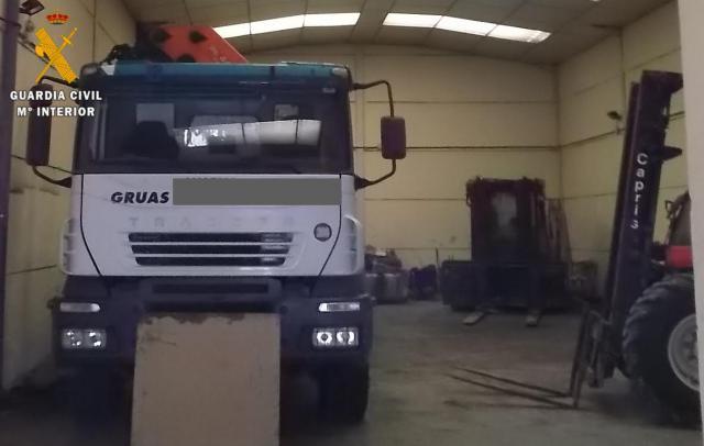 La Guardia Civil detiene a tres personas por robar camiones y maquinaria pesada