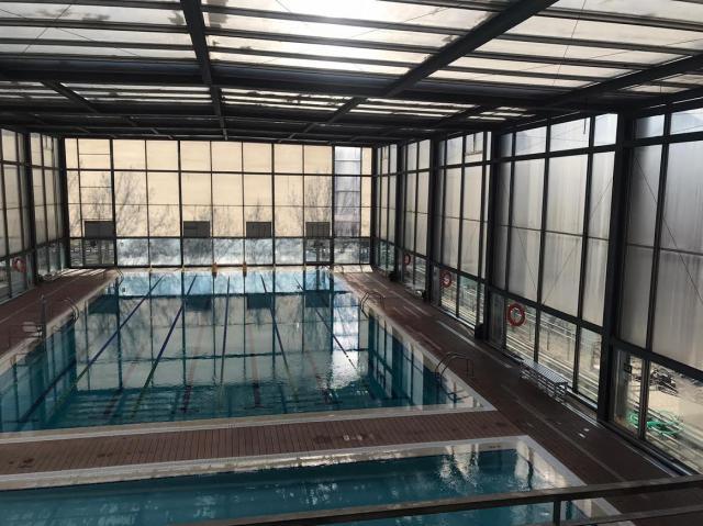 Reabre al público la piscina climatizada del 'JAJE' tras reparar la cubierta