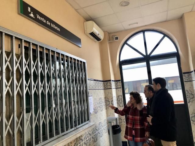 """Riolobos: """"Con las protestas de todos hemos logrado que la estación de Talavera venda de billetes"""""""
