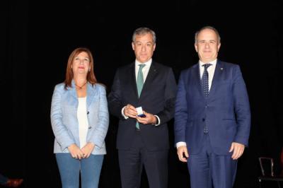 Eurocaja Rural recibe la medalla de oro de la UNED en Talavera
