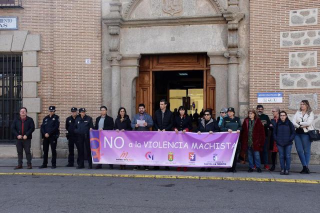 Minuto de silencio en Talavera por las 7 víctimas de violencia de género