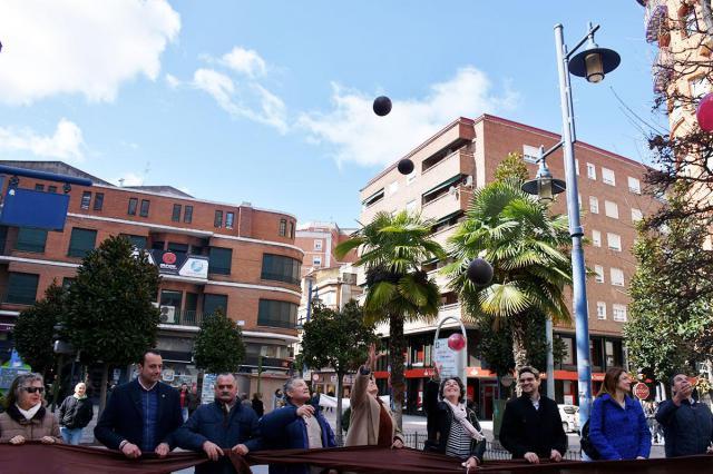 Talavera se suma con un lazo gigante al Día Internacional del Cáncer de Laringe