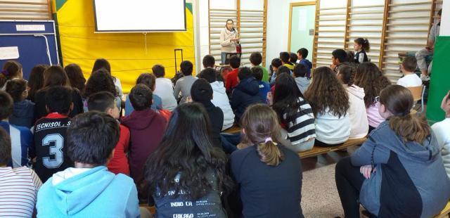 'Isidrín' explica a los escolares de Talavera el valor de la agricultura y ganadería familiar