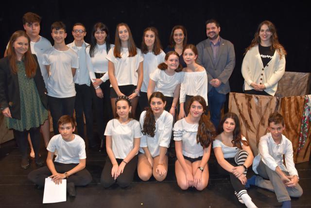 8M | El club de teatro 'Teatrerapia 2.0' presentó una Cenicienta muy alejada del cuento tradicional