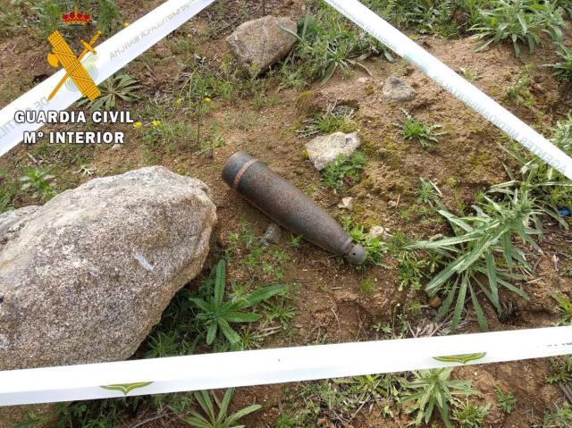 ACTUALIDAD | La Guardia Civil desactiva dos artefactos explosivos en San Martín de Montalbán