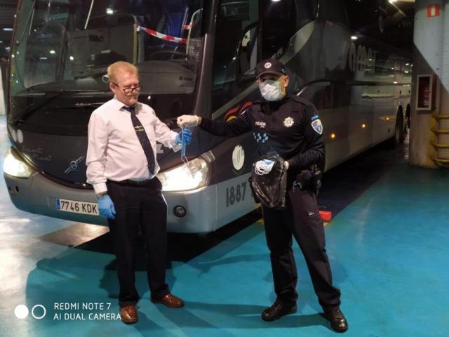 FASE 0 | Policía Local y Protección Civil reparten mascarillas en la provincia de Toledo