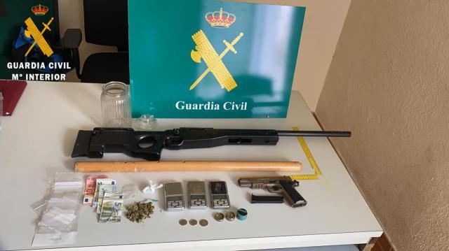 TORRIJOS | Así se 'divertían' 18 jóvenes: con una escopeta, pistola de aire comprimido, alcohol y drogas