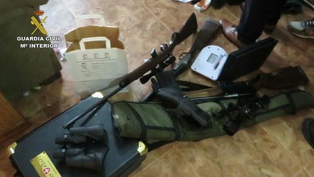 Dos detenidos en Alcabón por tráfico de drogas, cultivo de estupefacientes y tenencia ilícita de armas