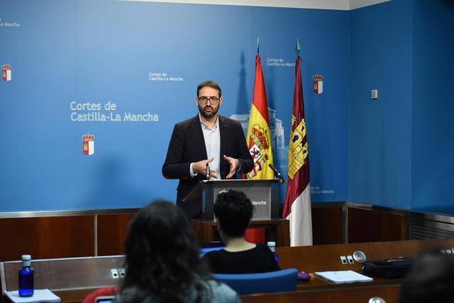 """Gutiérrez: 'Los 135 millones de euros del IVA son para fortalecer los servicios que Cospedal eliminó en el medio rural"""""""