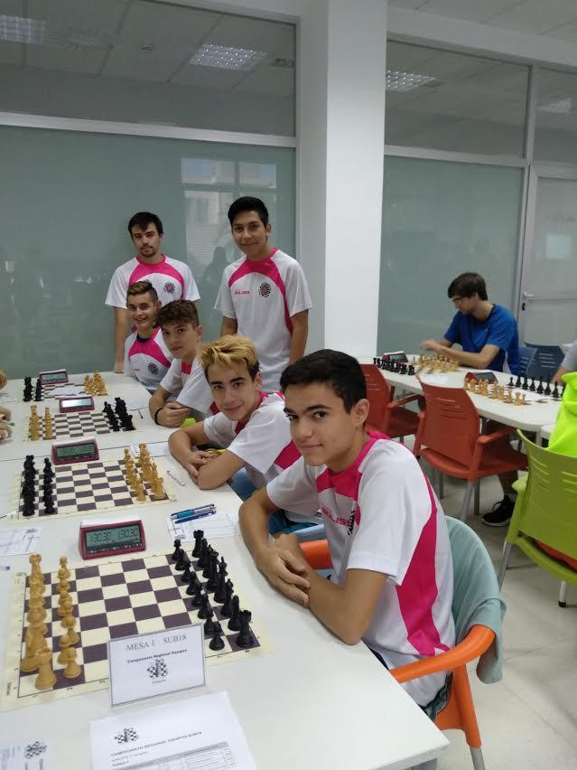 El talaverano Cristián Gómez, campeón regional de ajedrez por equipos Sub-18