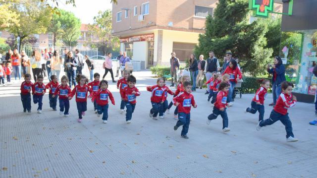 TALAVERA   Los alumnos del colegio Clemente Palencia corren para acabar con la leucemia infantil