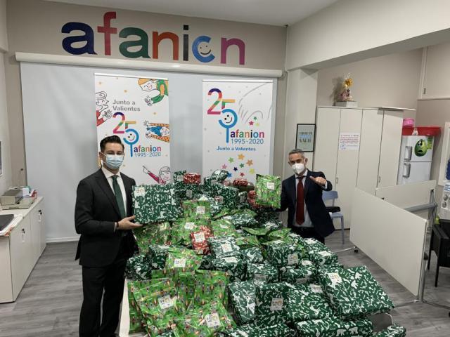 CLM | El Corte Inglés dona juguetes a la Asociación de Familiares de Niños con Cáncer
