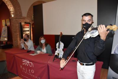 ¡Un violín cerámico! La cerámica de Talavera, hecha música
