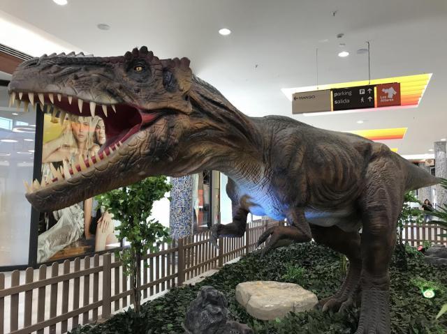 Los dinosaurios animados toman Los Alfares