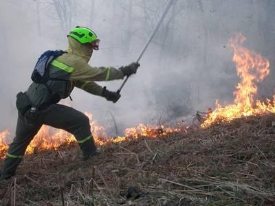 Medios de Castilla-La Mancha actúan contra el fuego en Galicia