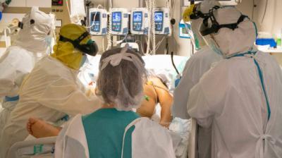 COVID-19 | El Consejo de Enfermería pide medidas urgentes porque los sanitarios
