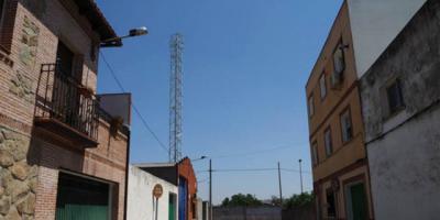 Denuncian el reinicio de las obras de la antena de telefonía en el Paredón