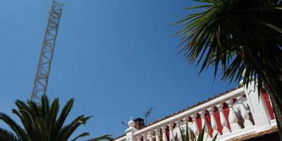El Ayuntamiento vuelve a paralizar la instalación de la antena de telefonía del Paredón