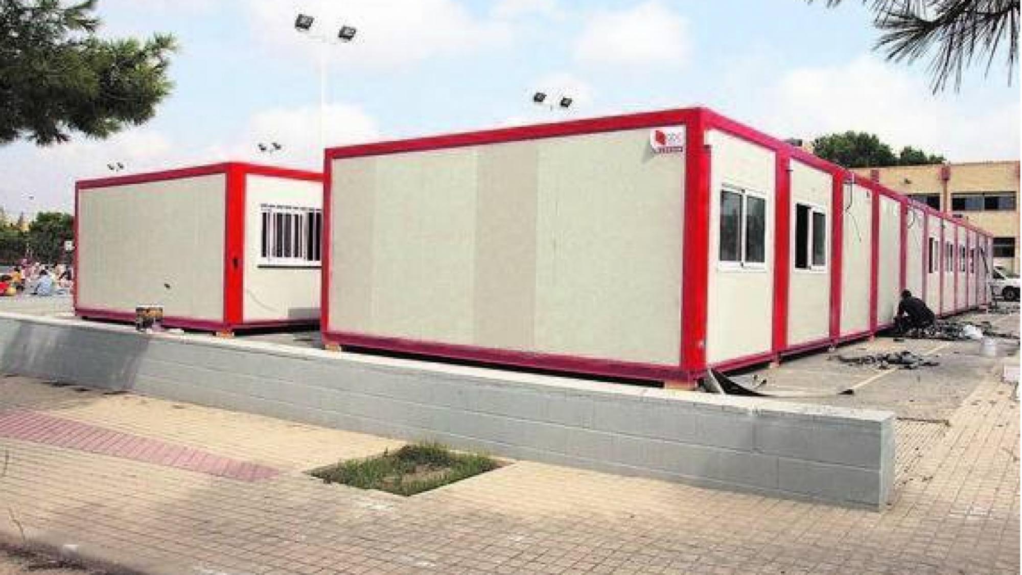 La contundente respuesta del PSOE a Paco Núñez sobre los barracones escolares