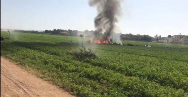 Incendio provocado al estrellarse el avión cerca de la base aérea de Los Llanos