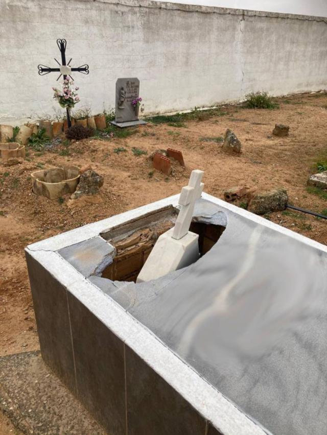 INDIGNACIÓN | Investigan destrozos en otro cementerio
