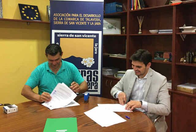 Tierras de Talavera subvenciona la modernización de una empresa de artesanía belenista en Espinoso del Rey