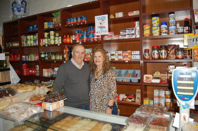 'Frutos secos Domínguez', toda una vida trabajando... juntos