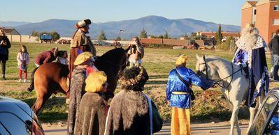 Los Reyes Magos llegaron a caballo a Cazalegas (fotos)