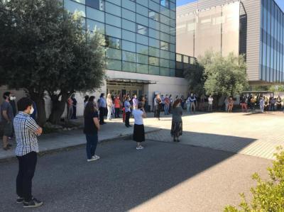 LUTO OFICIAL   Trabajadores de CMM guardan un minuto de silencio por los fallecidos por Covid